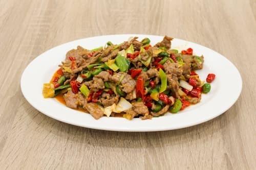 泡椒牛肉 | Beef in Hot Pot with Green Pepper